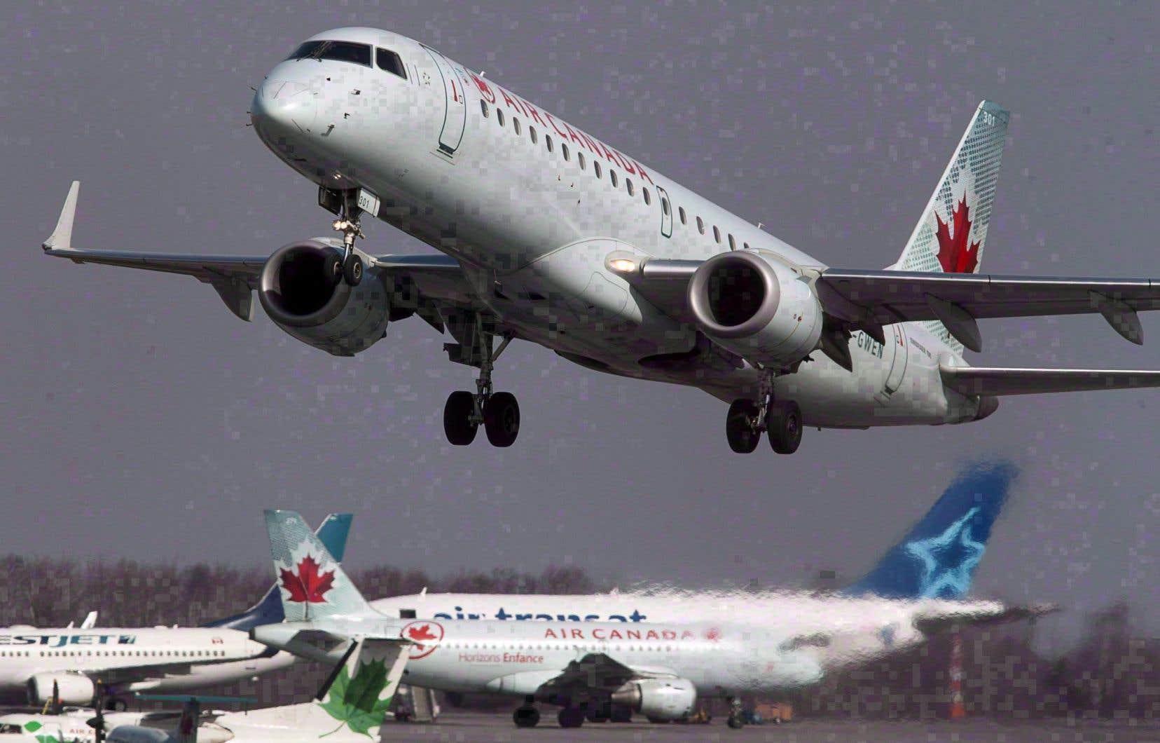 En provenance de Montréal, un Boeing 787 de la compagnie Air Canada transportant 210 passagers est resté coincé pendant plusieurs heures sur une voie de circulation en construction le long de la piste.