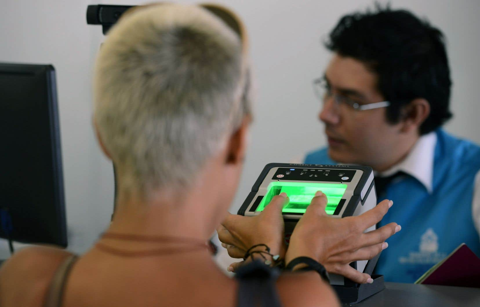 À compter d'aujourd'hui, tous les visiteurs d'Europe, du Moyen-Orient et d'Afrique devront fournir leurs empreintes, tandis que ceux venant d'Asie ou d'Amérique y seront obligés à compter du 31décembre prochain. Un voyageur n'aura à fournir ses données biométriques qu'une fois tous les 10ans, nonobstant son nombre de visites au Canada.