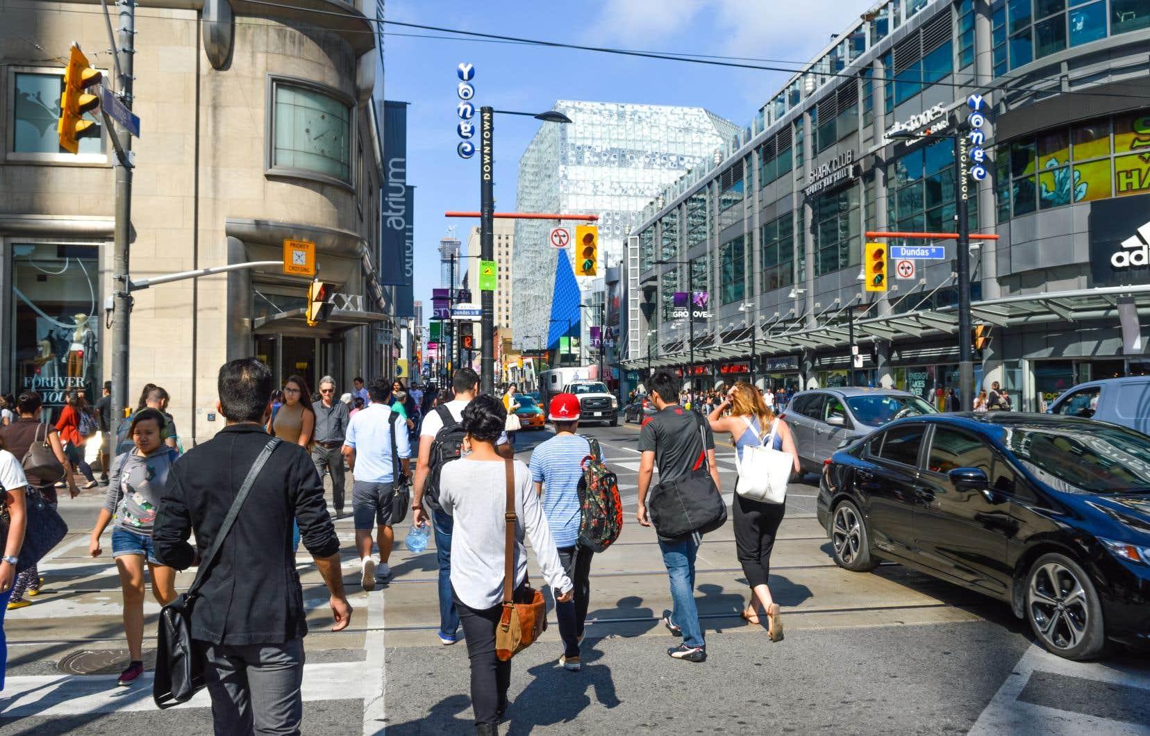La Banque du Canada prévoit une croissance du PIB de 2,8% au deuxième trimestre clos le 30juin, soit un peu moins que les prévisions des analystes de 3%.
