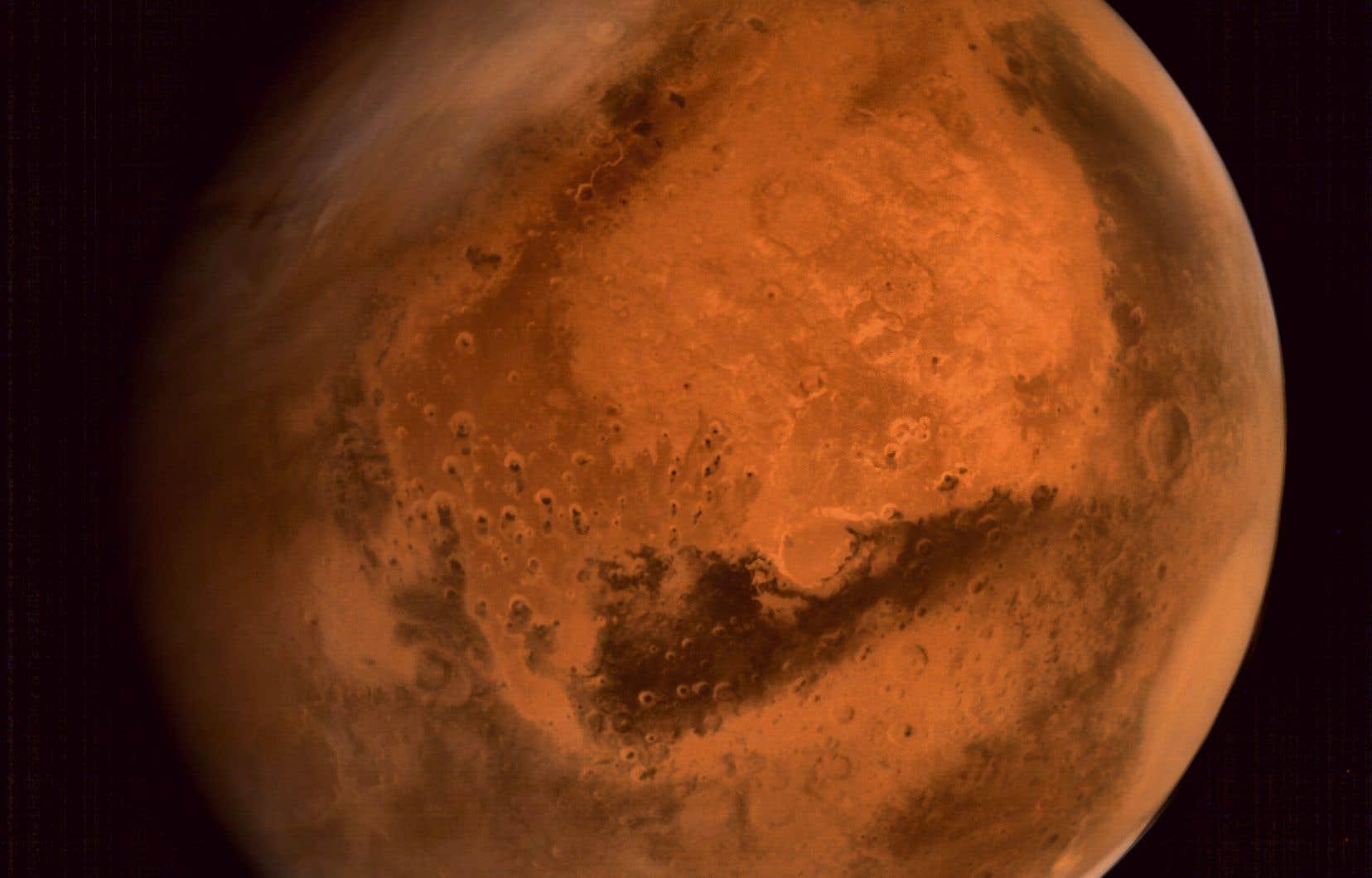 Une image de la planète Mars prise par le vaisseau spatial ISRO Mars Orbiter Mission (MOM) en 2014