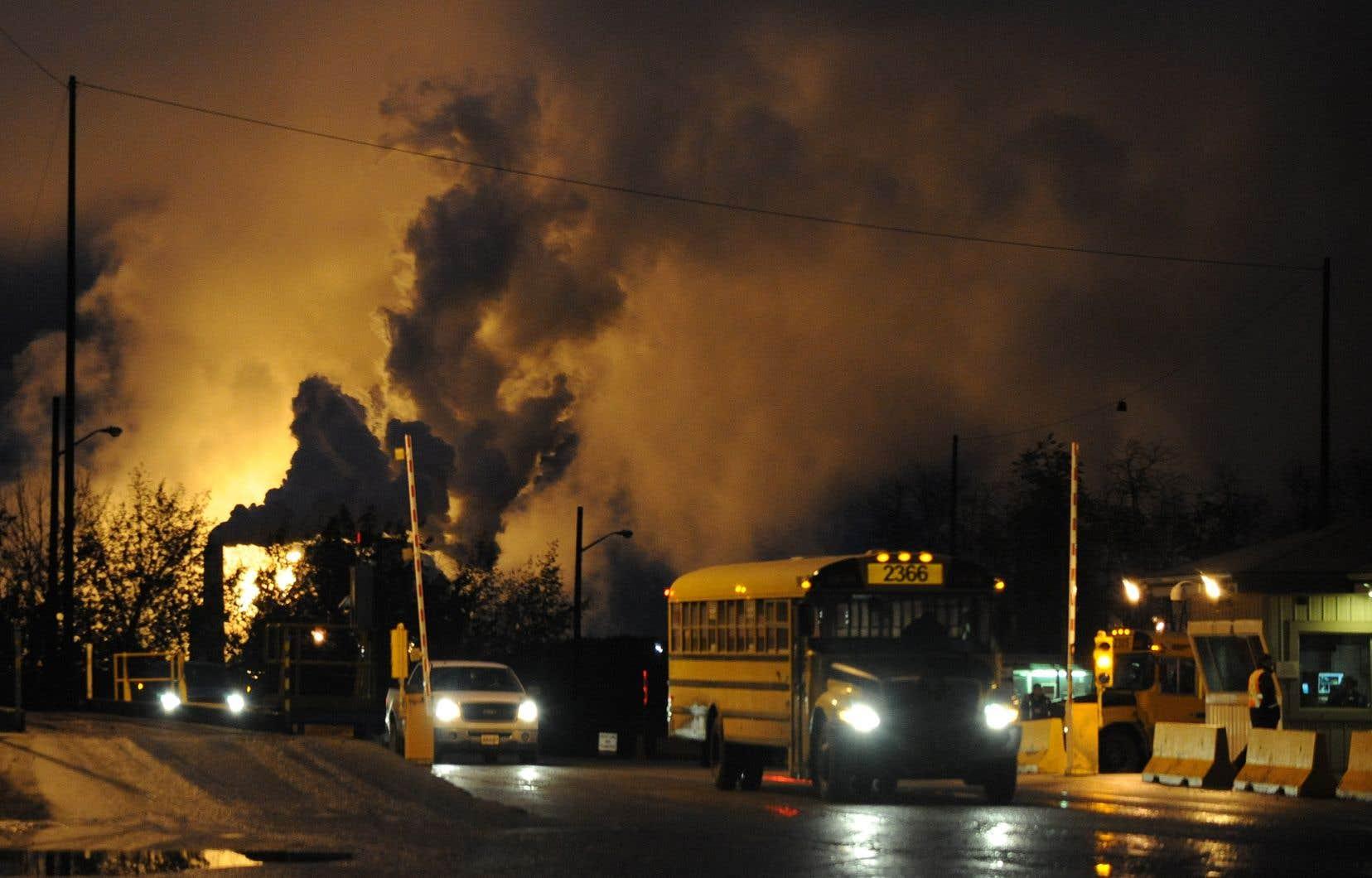 Ottawa ne fait que s'enfoncer dans ses contradictions fossiles et rappeler l'incapacité chronique du Canada à respecter ses objectifs de réduction des émissions de GES.