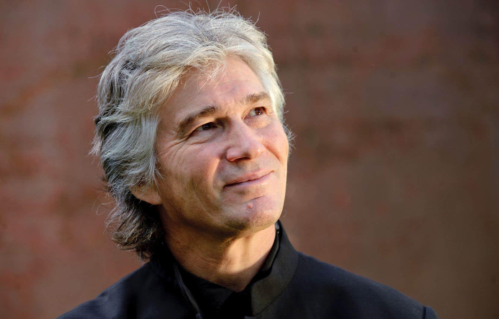 Le chef d'orchestre Jonathan Darlington