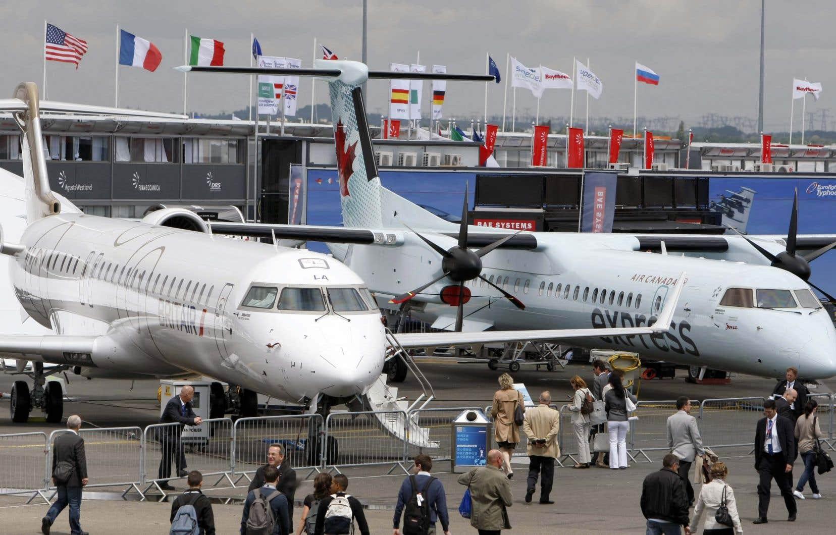 Un Bombardier CRJ1000 (à gauche) et un Q400 au salon du Bourget, à Paris