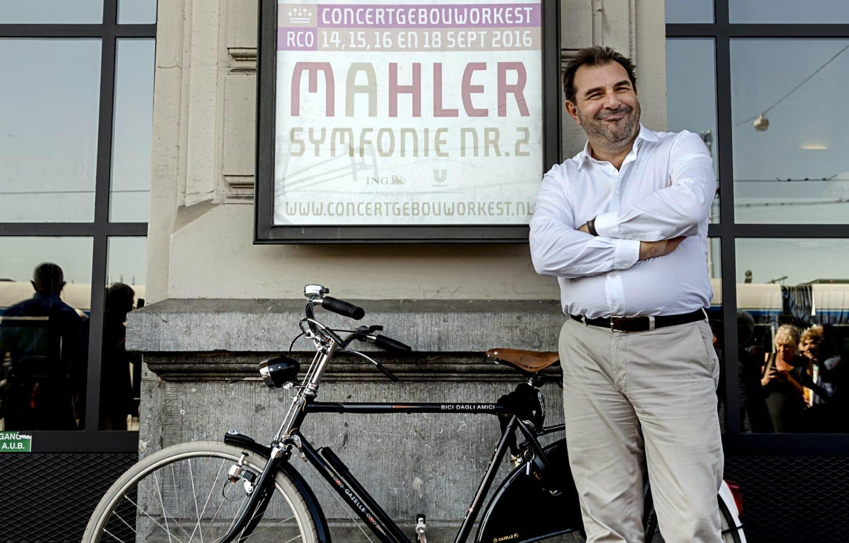 L'Italien Daniele Gattia dirigé l'Orchestre National de Radio France de 2008 jusqu'en 2016, année où il a pris la tête du Royal Concertgebouw Orchestra d'Amsterdam.