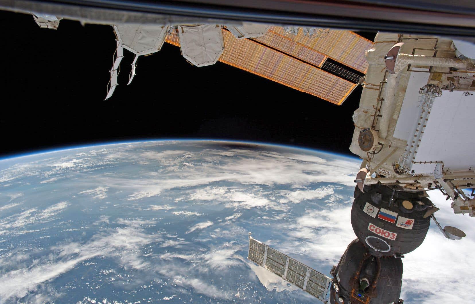 Une solution consisterait à démanteler la station et planifier sa rentrée dans l'atmosphère en vue d'un atterrissage dans l'océan Pacifique.