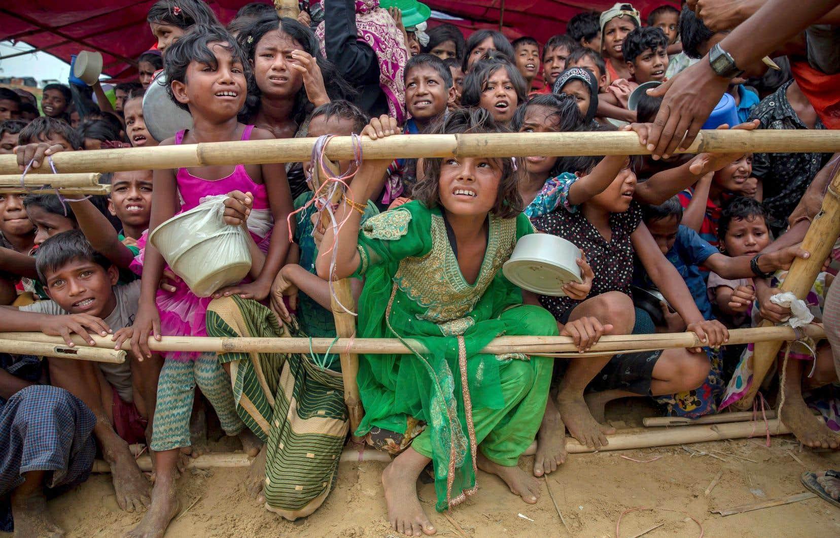 Environ un million de réfugiés rohingyas, dont plus de la moitié d'enfants, habitent les camps au Bangladesh.