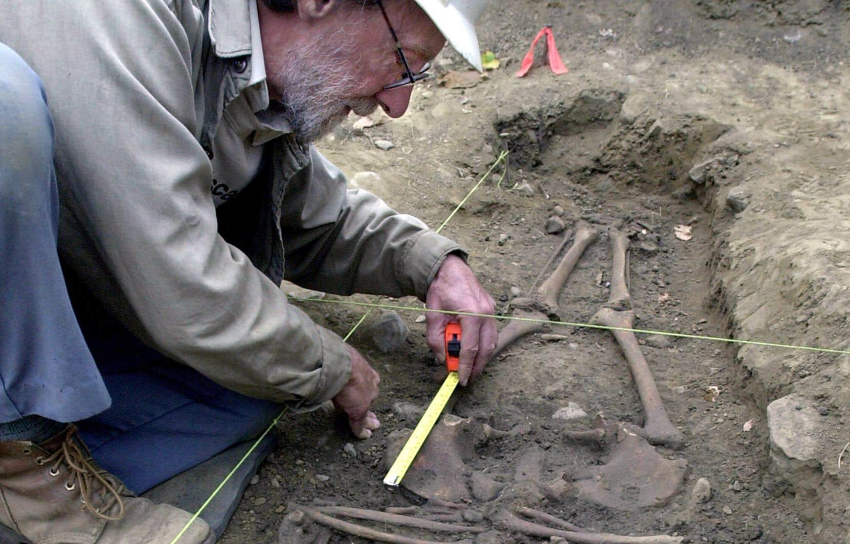 «Une majorité d'archéologues gagnent moins de 25000$ par année et leurs revenus ne suivent pas l'indexation du coût de la vie [...] les avantages sociaux sont inexistants [...] la formation et l'expérience sont insuffisamment reconnues.»