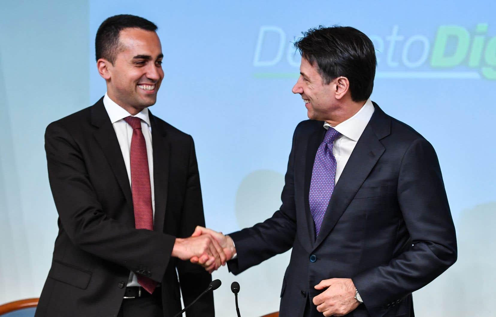 «Citoyens 1 — Système 0», a «tweeté» mardi Luigi Di Maio (à gauche sur notre photo).