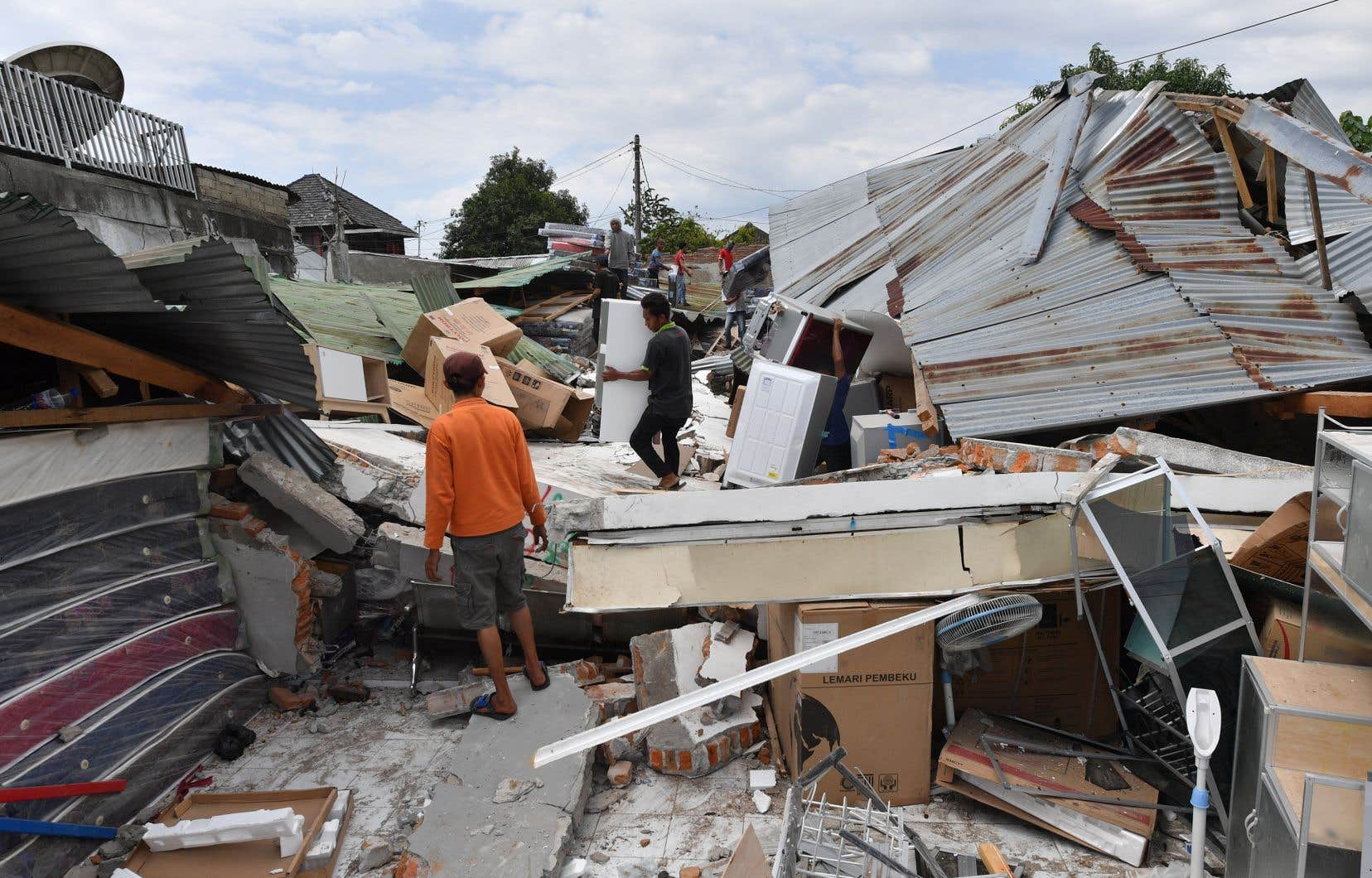 Des dizaines de milliers de maisons ont été endommagées par le séisme, selon les autorités.