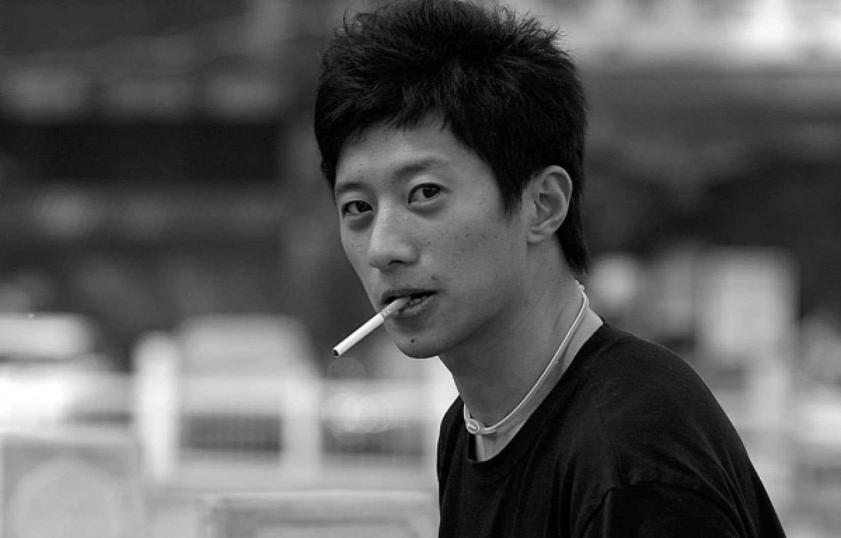 Avec ses 350 millions de fumeurs, la Chine est de loin le plus grand marché du tabac dans le monde.