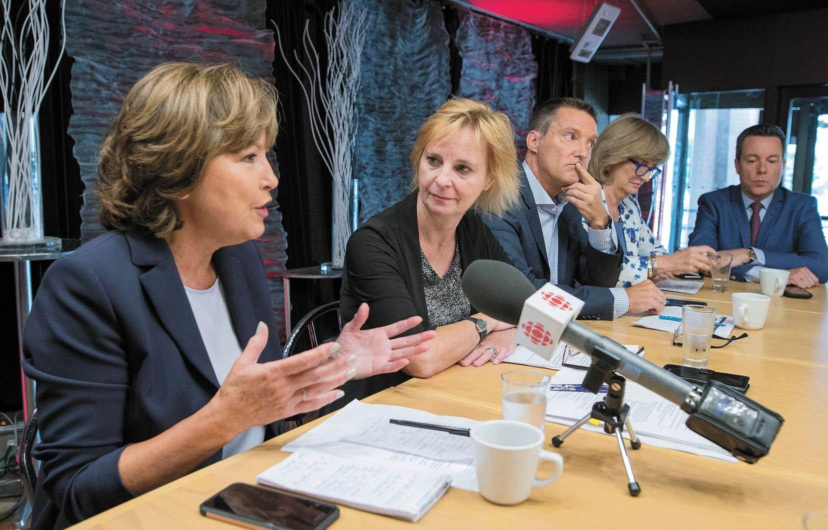 Céline Galipeau, Luce Julien, Patrice Roy, Anne-Marie Dussault et Sébastien Bovet lors de la présentation de la rentrée de l'information de Radio-Canada