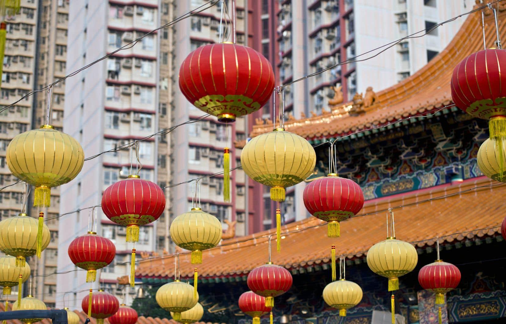 Lanternes devant le temple taoiste de Wong Tai Sin, à Hong Kong