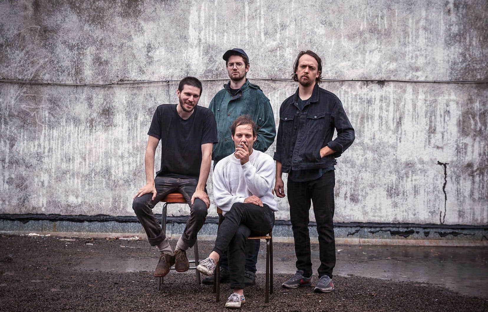 Louize (de gauche à droite Francis Ledoux, Jonathan Peters, Étienne Dupré et David Lagacé) est un jeune groupe né des cendres du duo alt-folk Fire/Works.