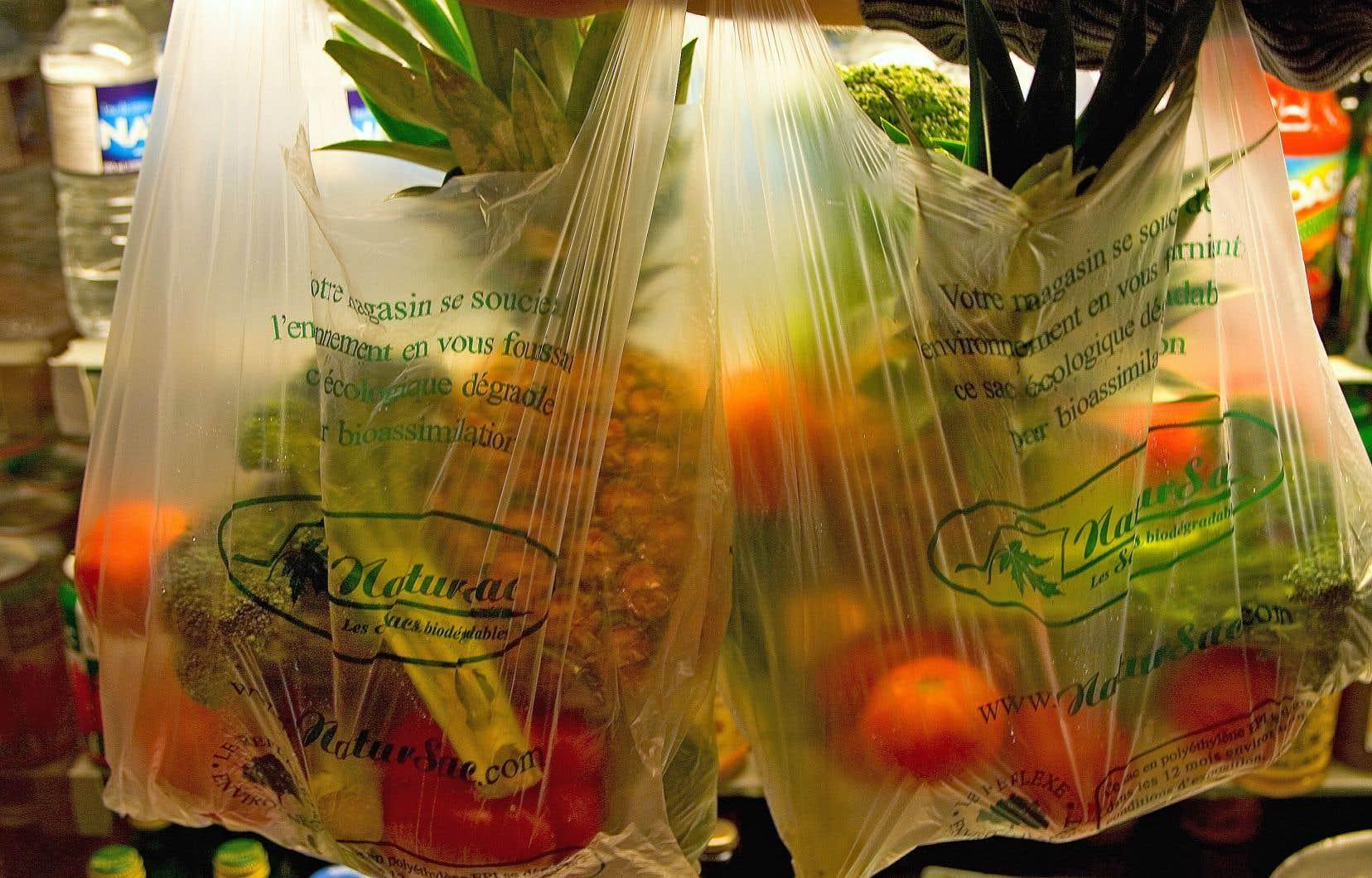 Les sacs «oxo-fragmentables» ne sont pas compostables. Il s'agit plutôt de sac de polyéthylène, qui se fragmentent en petites particules qui persistent dans l'environnement.