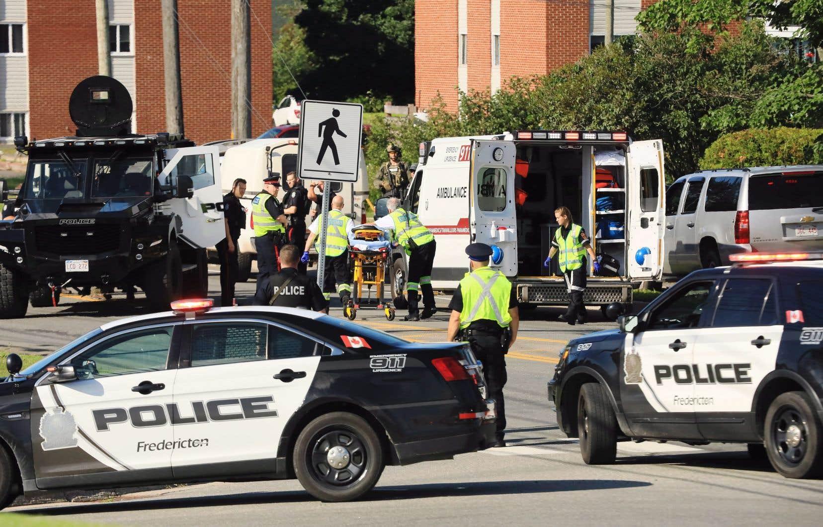 Un suspect est en détention après la fusillade qui a fait au moins quatre morts, dont deux policiers, vendredi matin, à Fredericton.