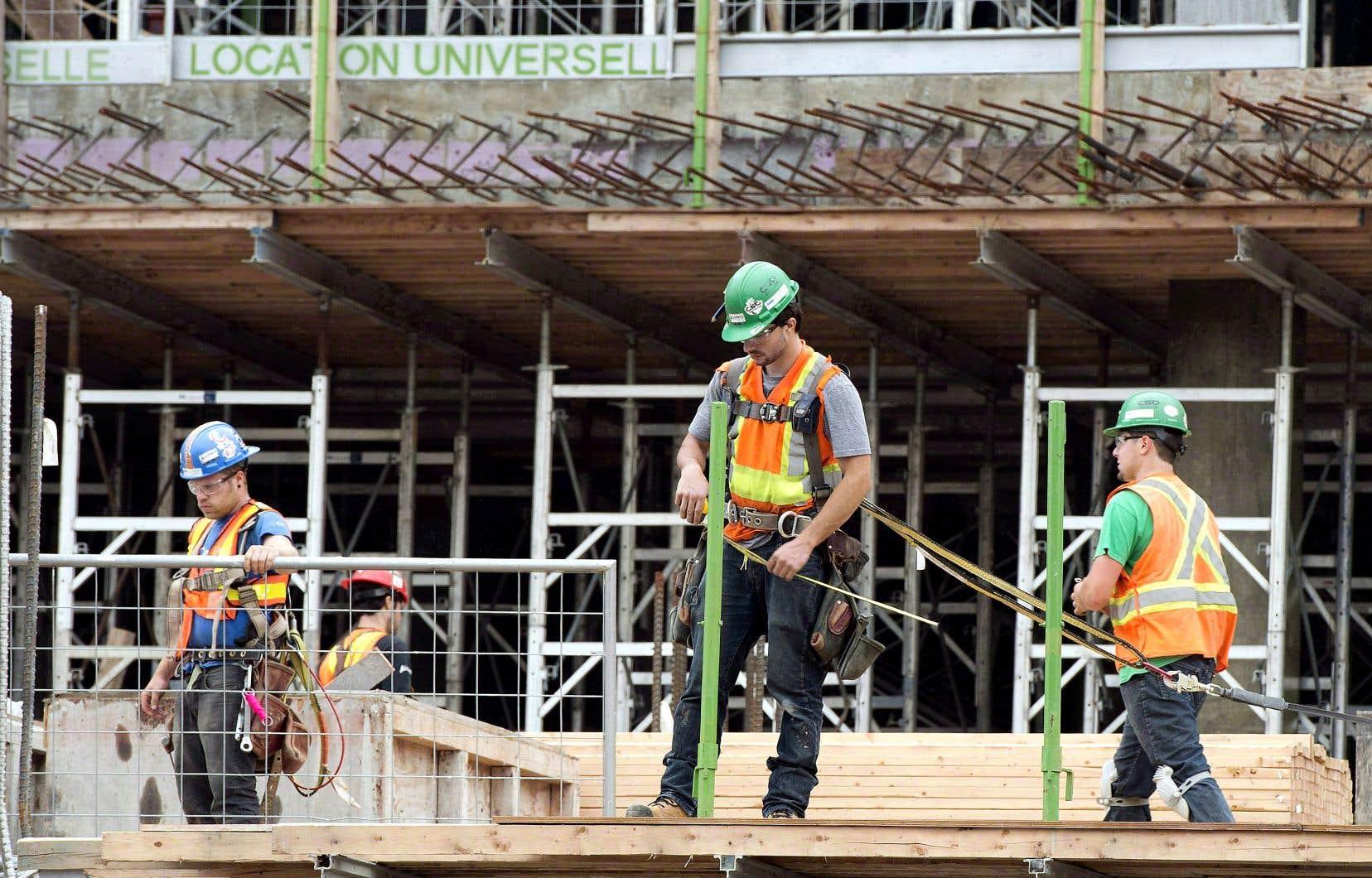 Le nombre total d'heures travaillées en juillet a progressé de 1,3%, soit à un rythme légèrement inférieur à celui de juin (1,4%).