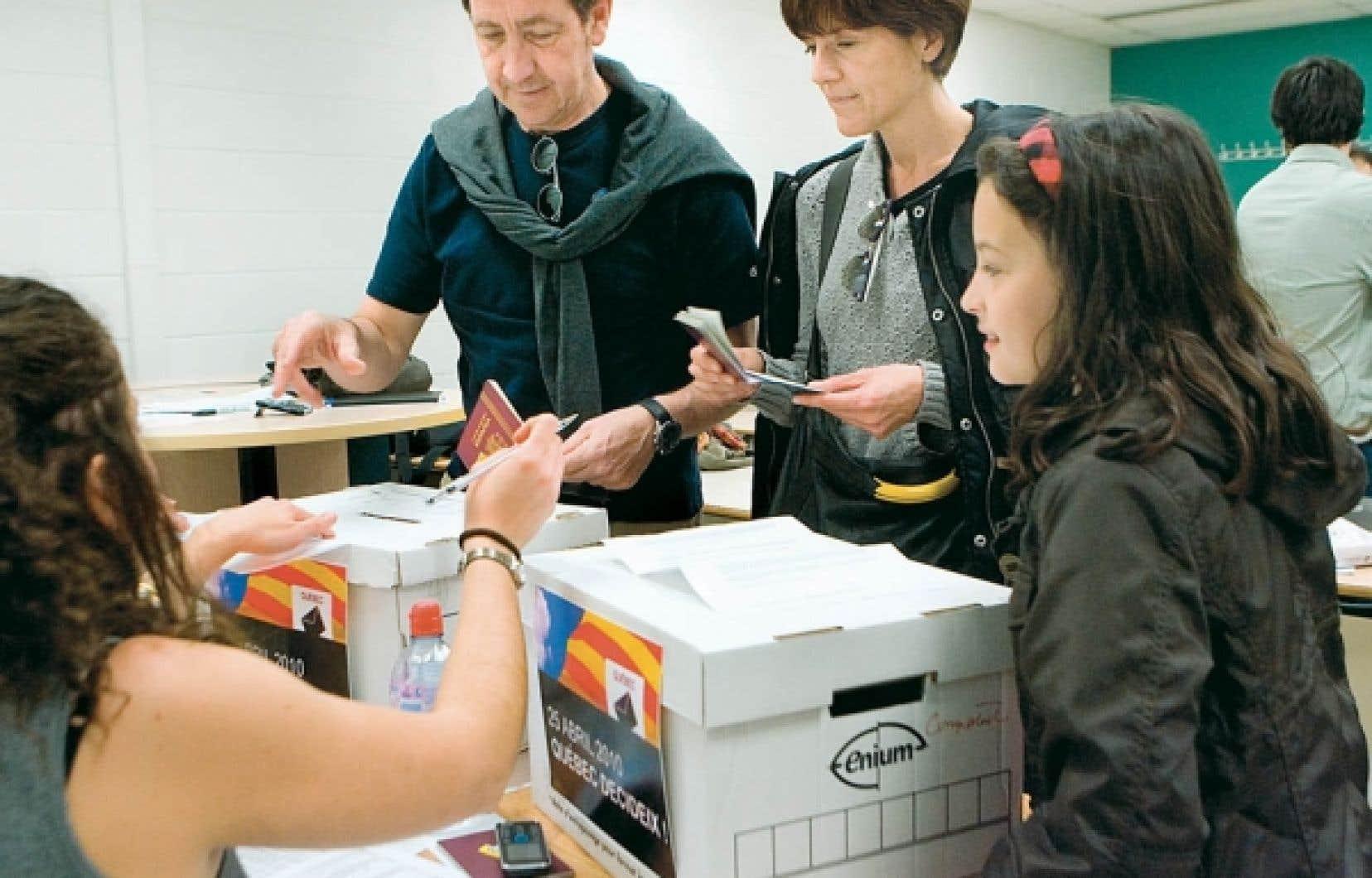 Des Québécois d'origine catalane sont allés voter à un référendum symbolique sur l'indépendance de la région. Le «oui» a gagné par une forte majorité.