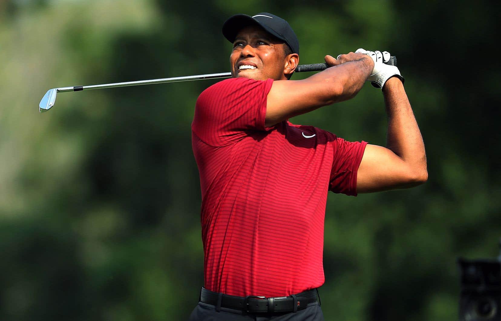 Tiger Woods a terminé deuxième à Saint-Louis dimanche au Championnat de la PGA.