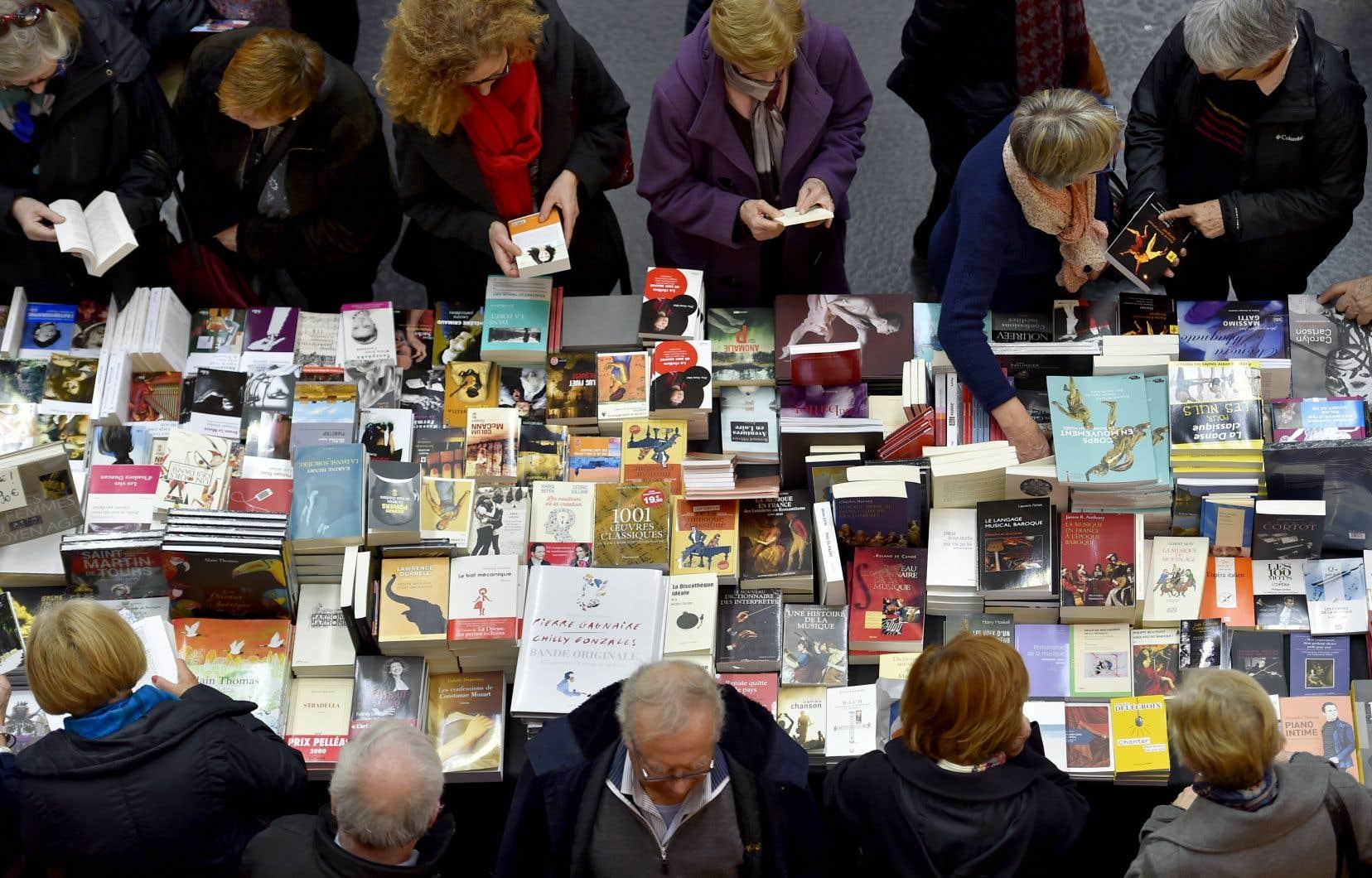 «Les idéologues ne désirent rien tant qu'assujettir l'art, et surtout la littérature, à leur idéologie», affirme l'auteur.