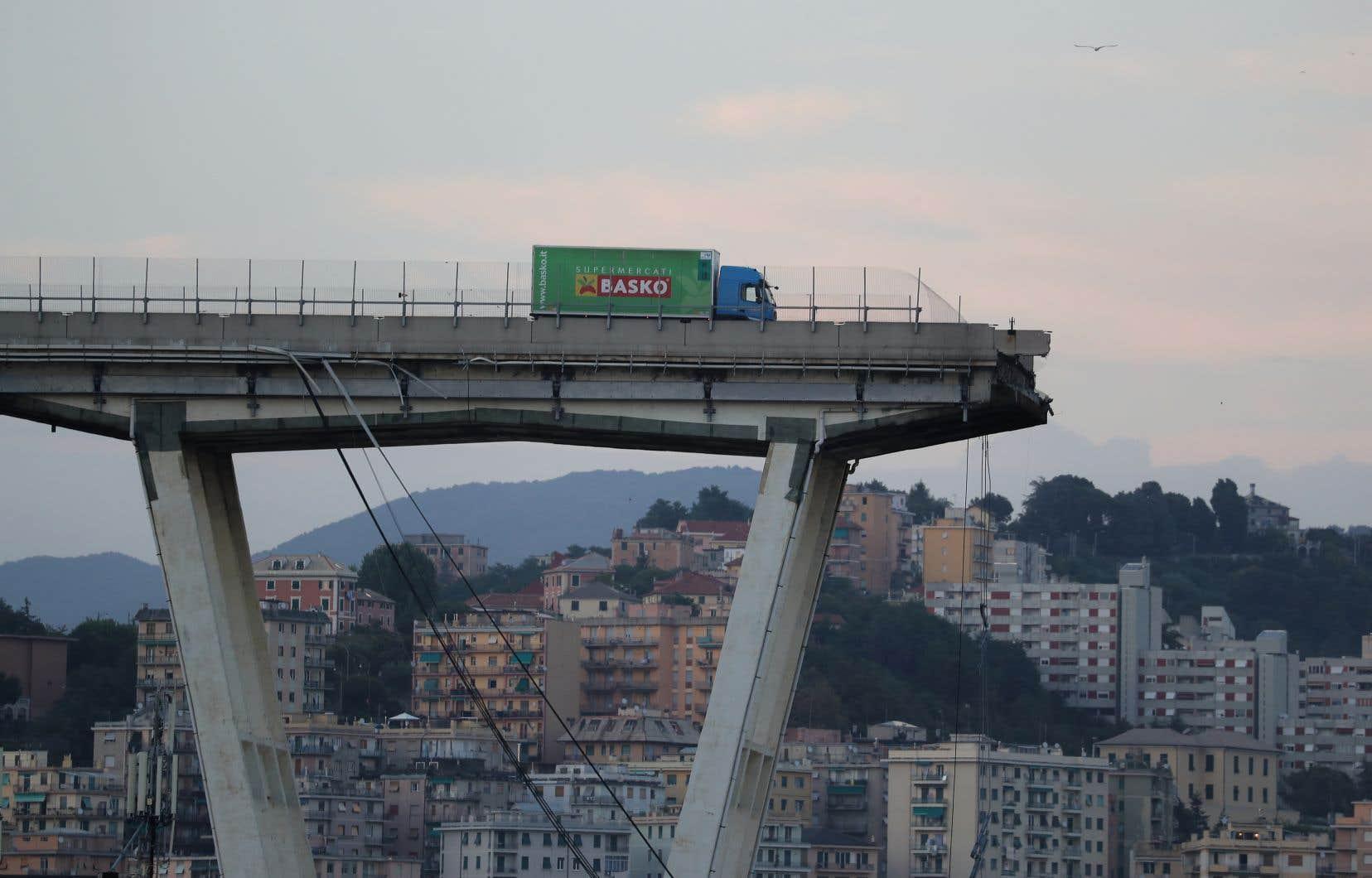 """Résultat de recherche d'images pour """"photo pont ecroulé"""""""