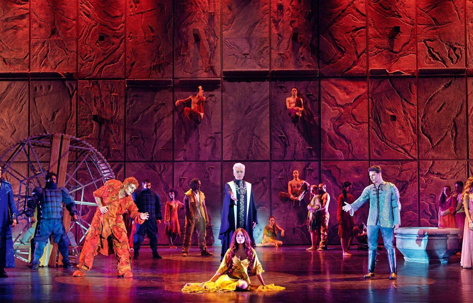 La comédie musicale «Notre-Dame de Paris» a fait un retour triomphal à Québec.