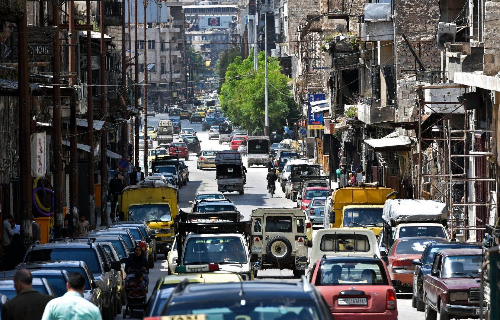 Vue sur les embouteillages dans Bab al-Nasr, dans la vieille ville d'Alep
