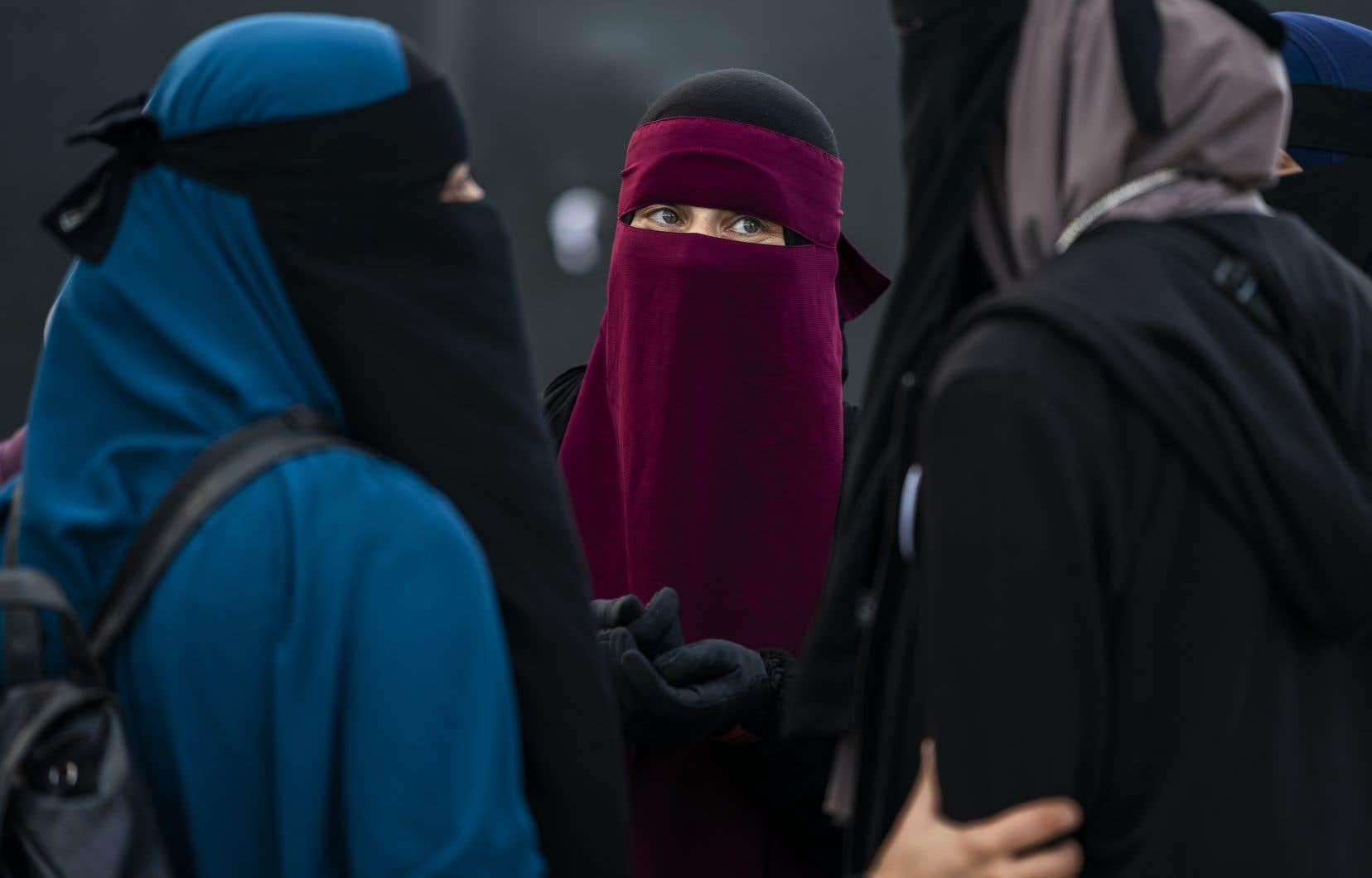 «S'il est vrai que le nombre de femmes portant le voile intégral au Québec reste minime, son impact social n'est guère négligeable», affirme l'auteure.