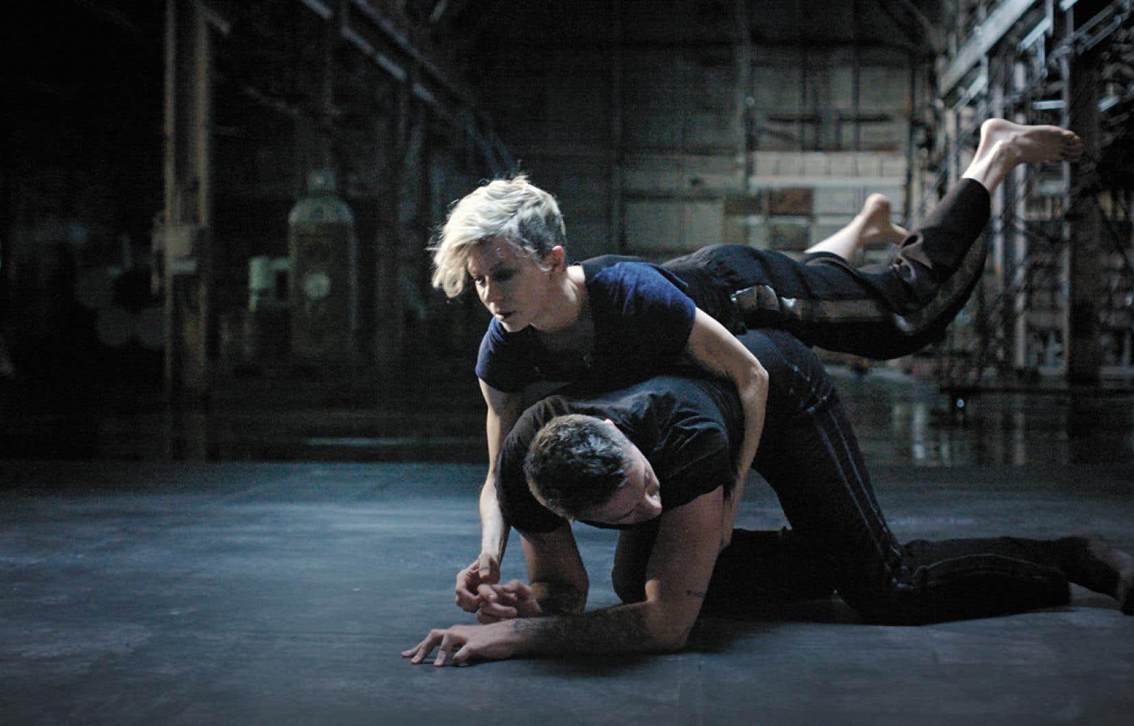 Quiconque a vu danser Louise Lecavalier n'a pu qu'être ébloui par sa présence magnétique, par sa musicalité frénétique et par sa grâce atypique.
