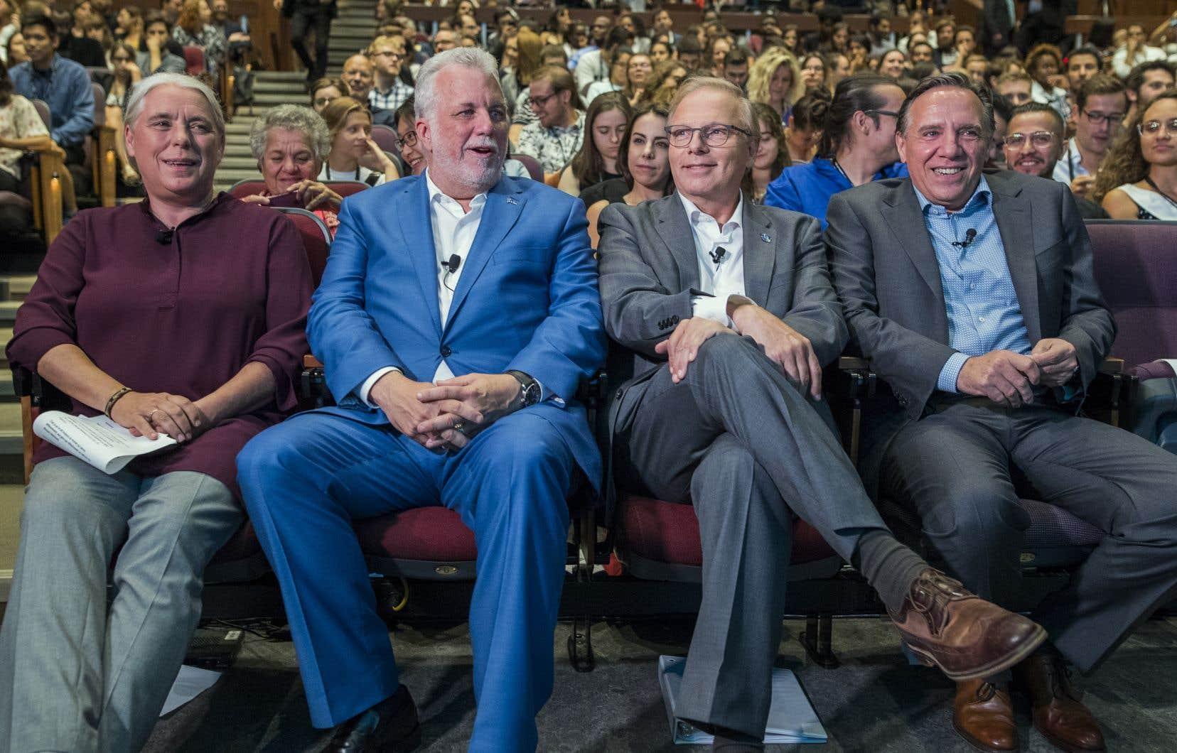 De gauche à droite, Manon Massé, porte-parole de Québec solidaire,Philippe Couillard, chef du Parti libéral du Québec,Jean-François Lisée, chef du Parti québécois etFrançois Legault, chef de la Coalition avenir Québec.