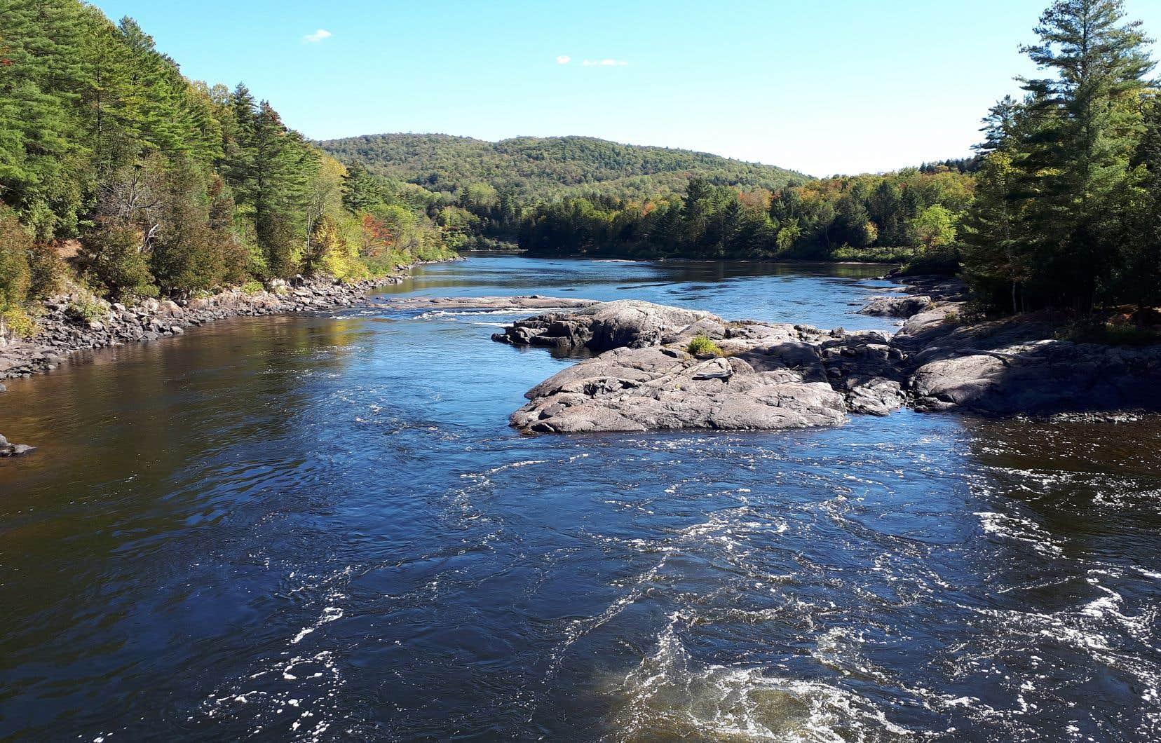 «Le Devoir» avait déjà révélé que le gouvernement avait élaboré un projet de règlement ouvrant la porte aux forages dans les lacs et les rivières.