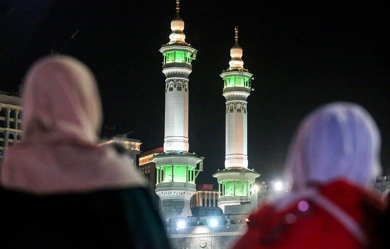 Des fidèles musulmans priaient autour de la Kaaba, le sanctuaire le plus sacré de l'islam, en Arabie saoudite, le 17août dernier.