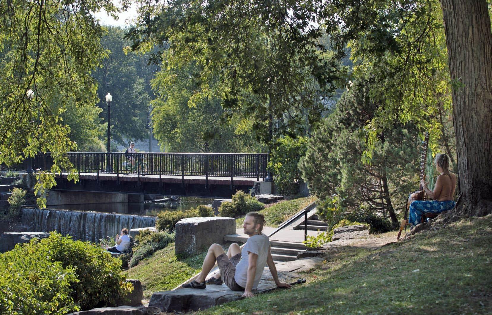 La fréquentation des parcs réduirait la prévalence de l'anxiété et de la dépression chez les citoyens urbains.