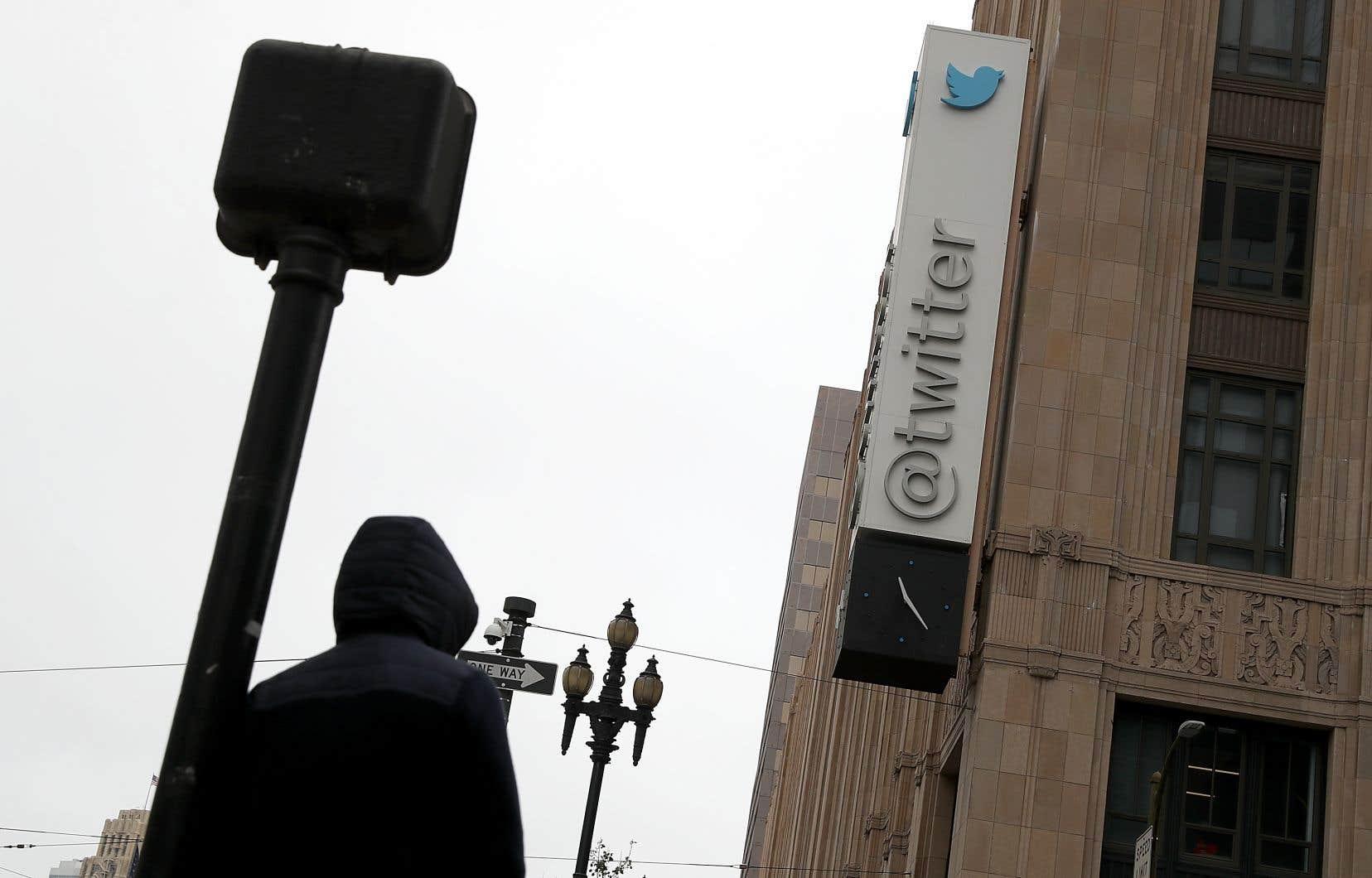 «Les médias sociaux contribuent à faire du pouvoir social un cinquième pouvoir, maintenant aussi efficace que les quatre autres», affirme l'auteur.