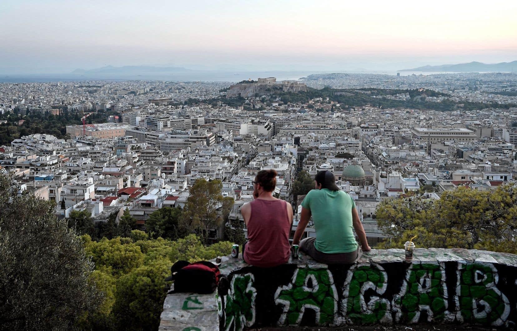 La Grèce est le dernier pays, après le Portugal, l'Irlande, l'Espagne et Chypre, à émerger de l'aide qui leur a évité de sombrer pendant la crise, et d'entraîner peut-être la zone euro avec eux.