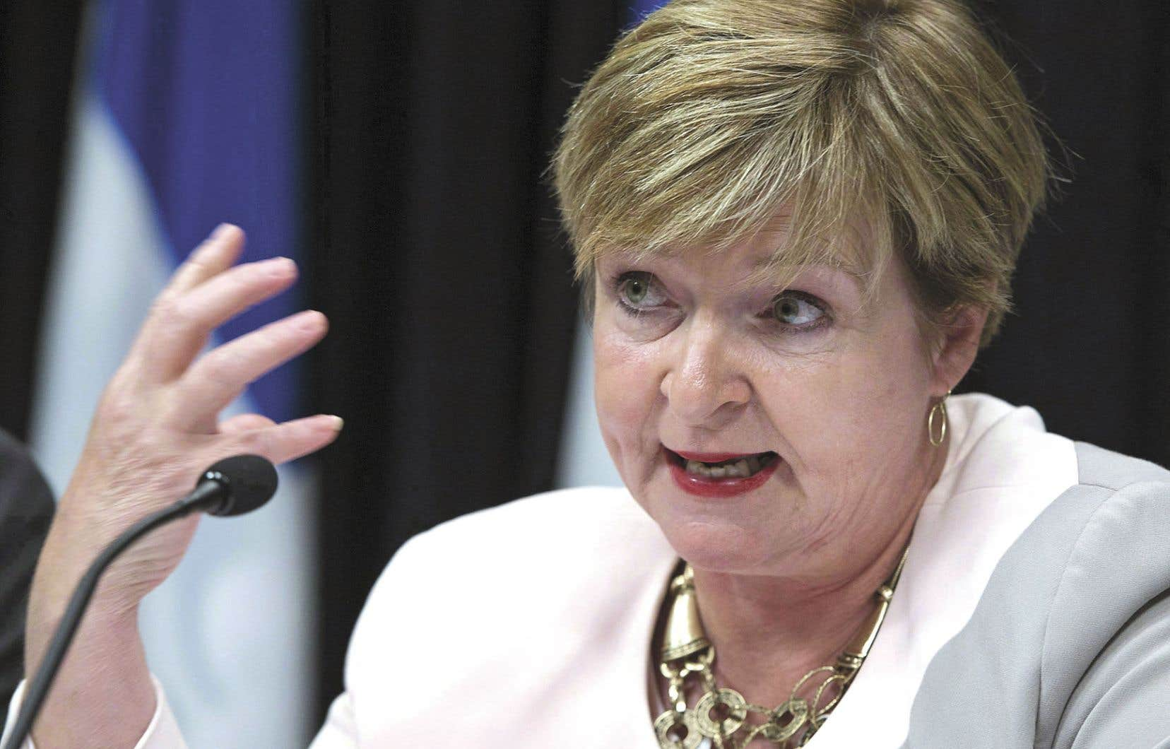 La vérificatrice générale du Québec, Guylaine Leclerc, juge plausibles les prévisions de dépenses et de revenus des trois prochaines années du ministre des Finances, Carlos Leitão.