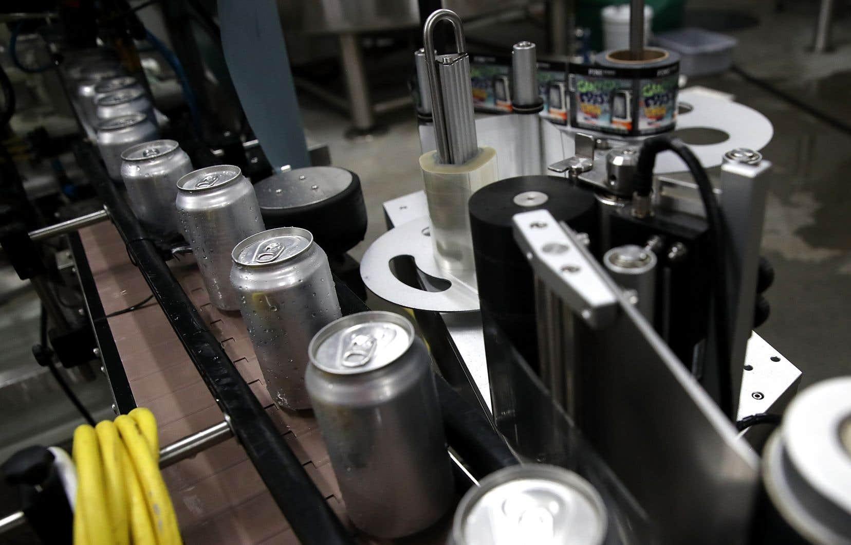 M.Leitão a indiqué que les entreprises du secteur manufacturier qui vendent ou achètent de l'acier ou de l'aluminium subissent des impacts négatifs.