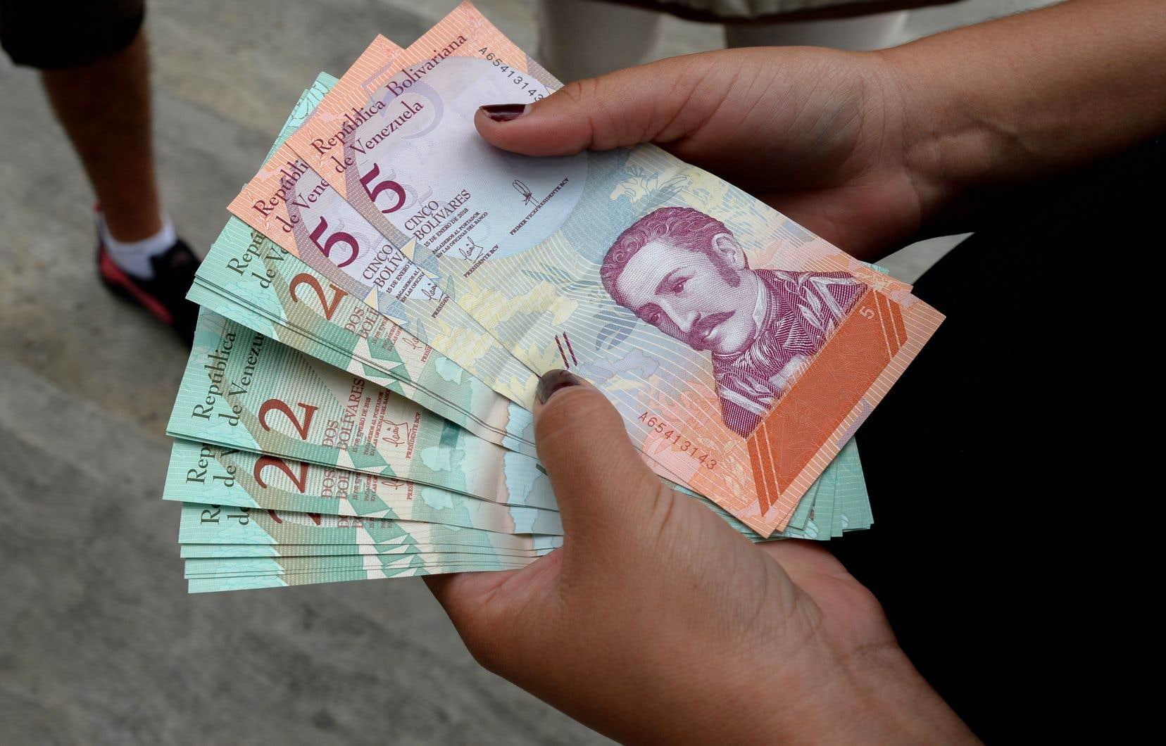 La Banque centrale du Venezuela a indiqué mardi que le nouveau taux était de 60 bolivars souverains pour un dollar.
