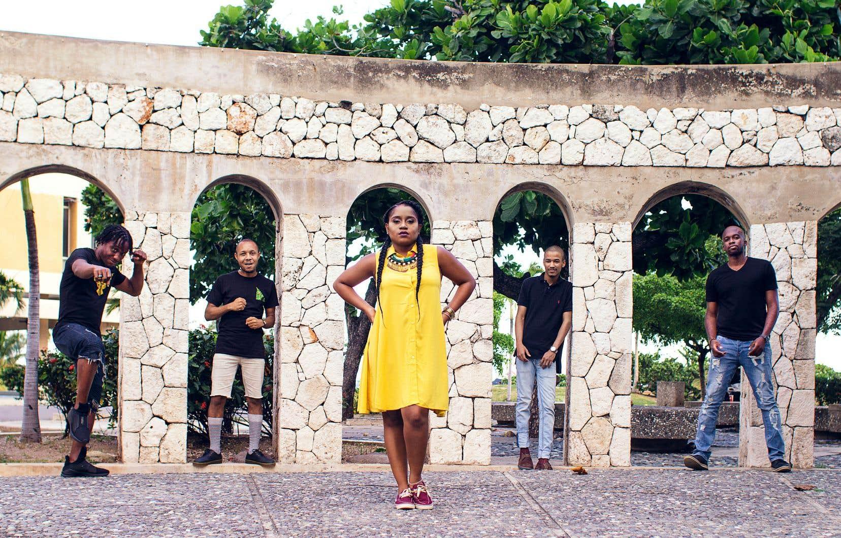 Il y a une dizaine d'années, Equiknoxx a commencé à faire son nom sur la scène dancehall, produisant notamment pour le groupe Ward 21 et les chanteurs Aidonia et Charlie Black.