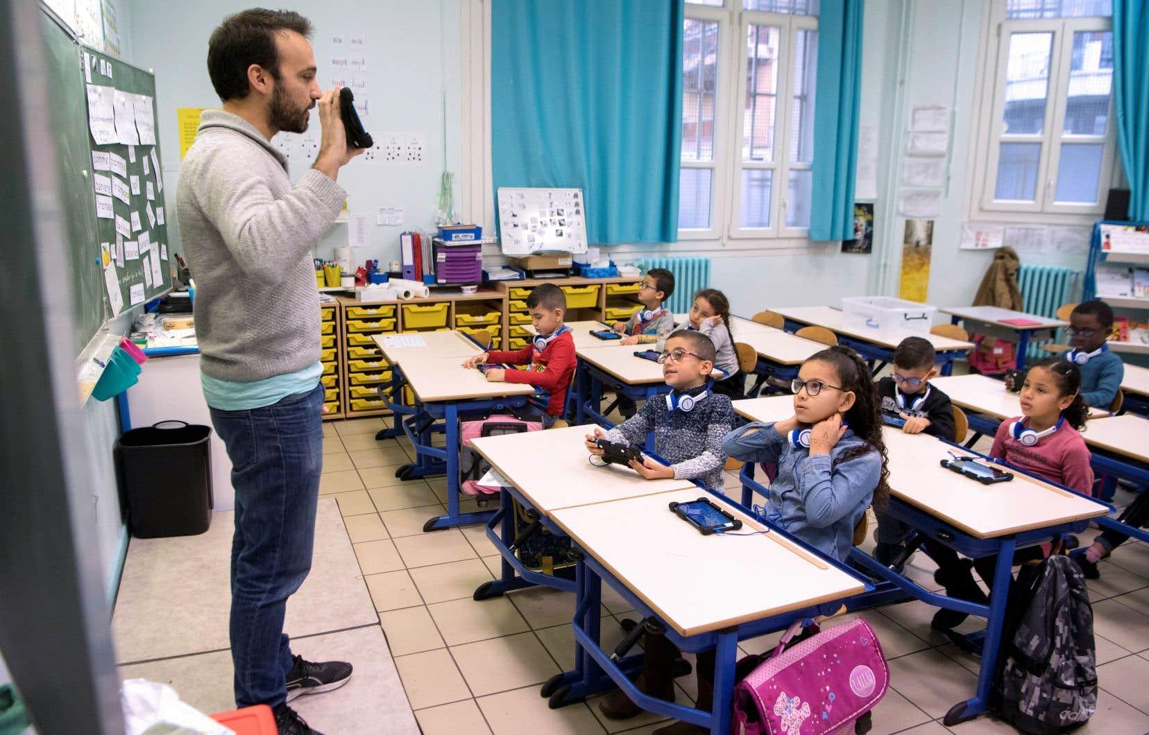 Depuis quelques années, le phénomène de classe sans professeur prend de l'ampleur, et principalement au primaire.