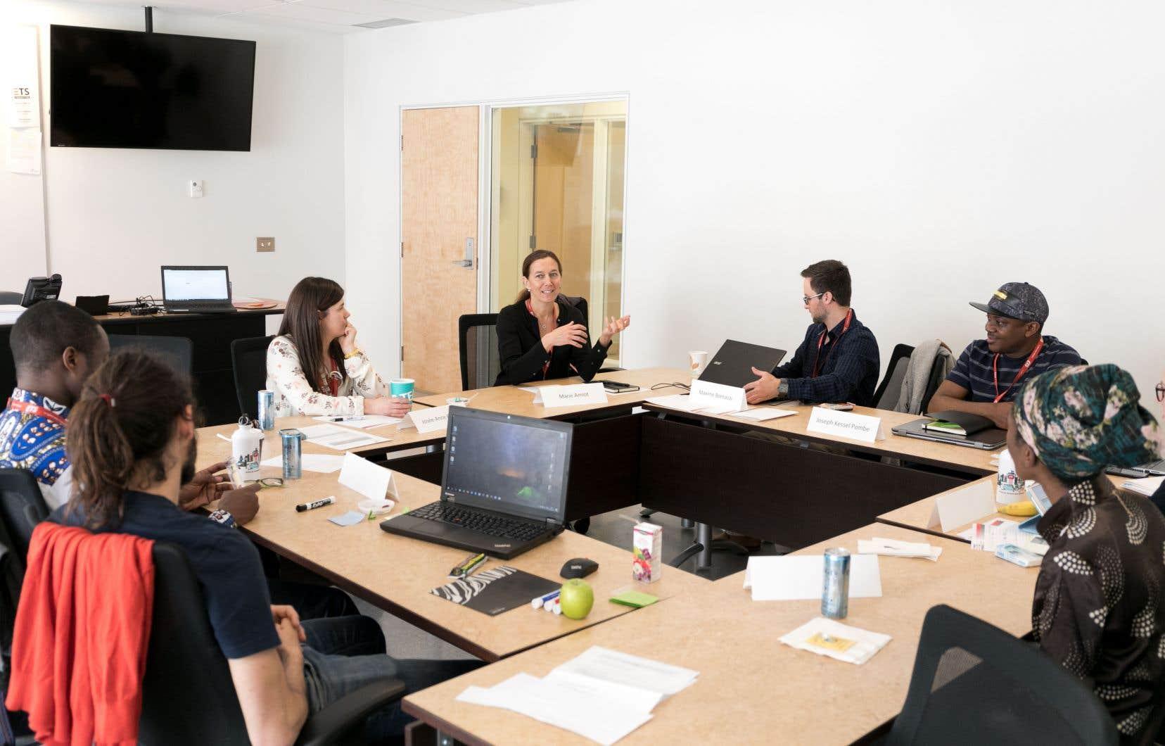 Pendant une semaine, des étudiants de l'UQ sont jumelés avec des gens d'entreprises, entre autres, pour développer des projets d'affaires.