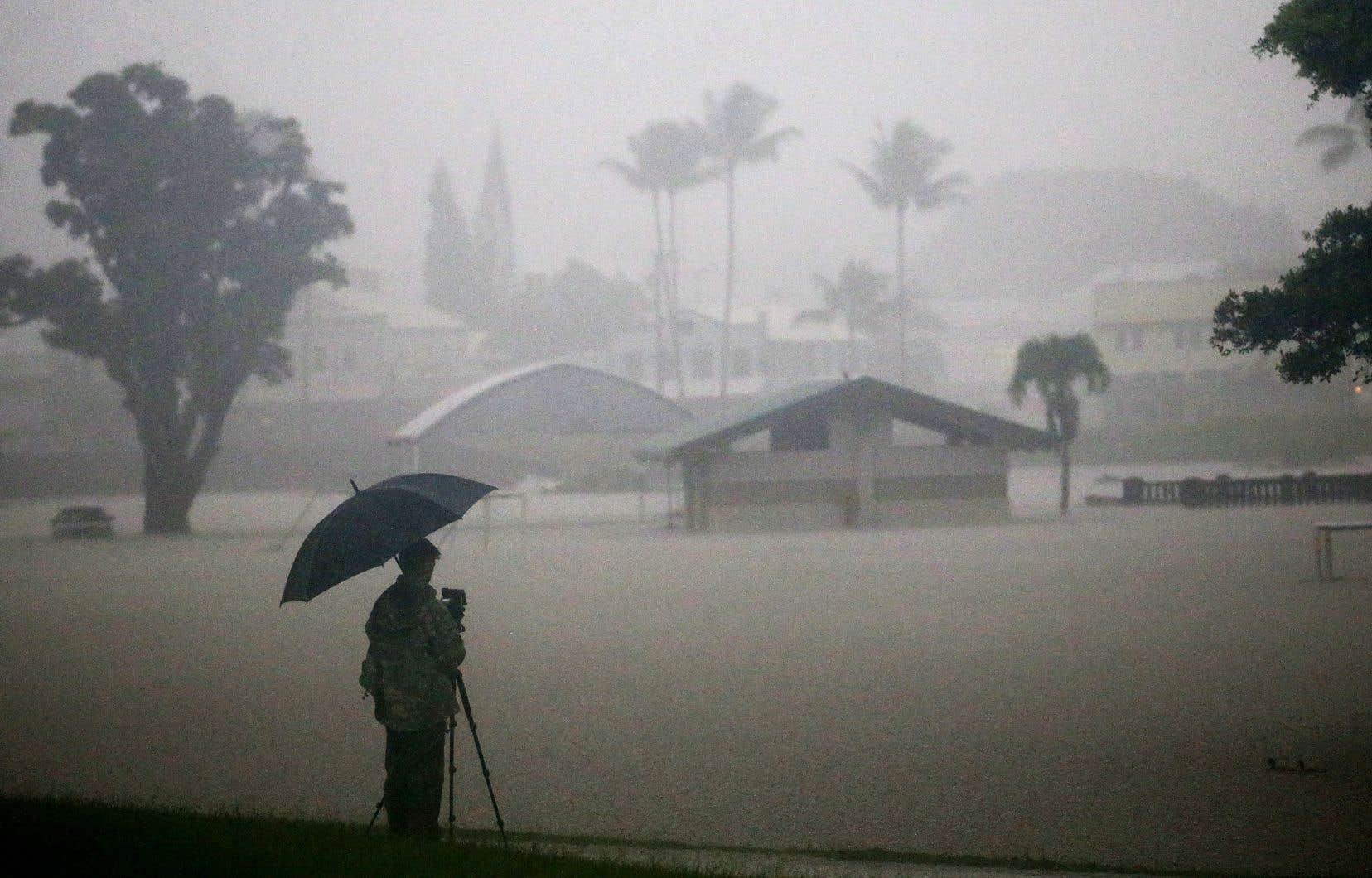 La proximité de l'ouragan se fait déjà sentir dans l'archipel américain: 30 centimètres de pluie sont déjà tombés par endroits.