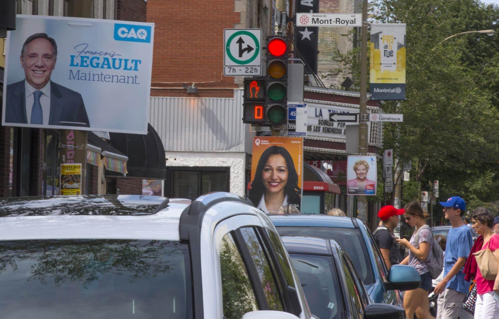 Les partis politiques du Québec sont alignés au fil de départ; la campagne électorale est officiellement déclenchée.