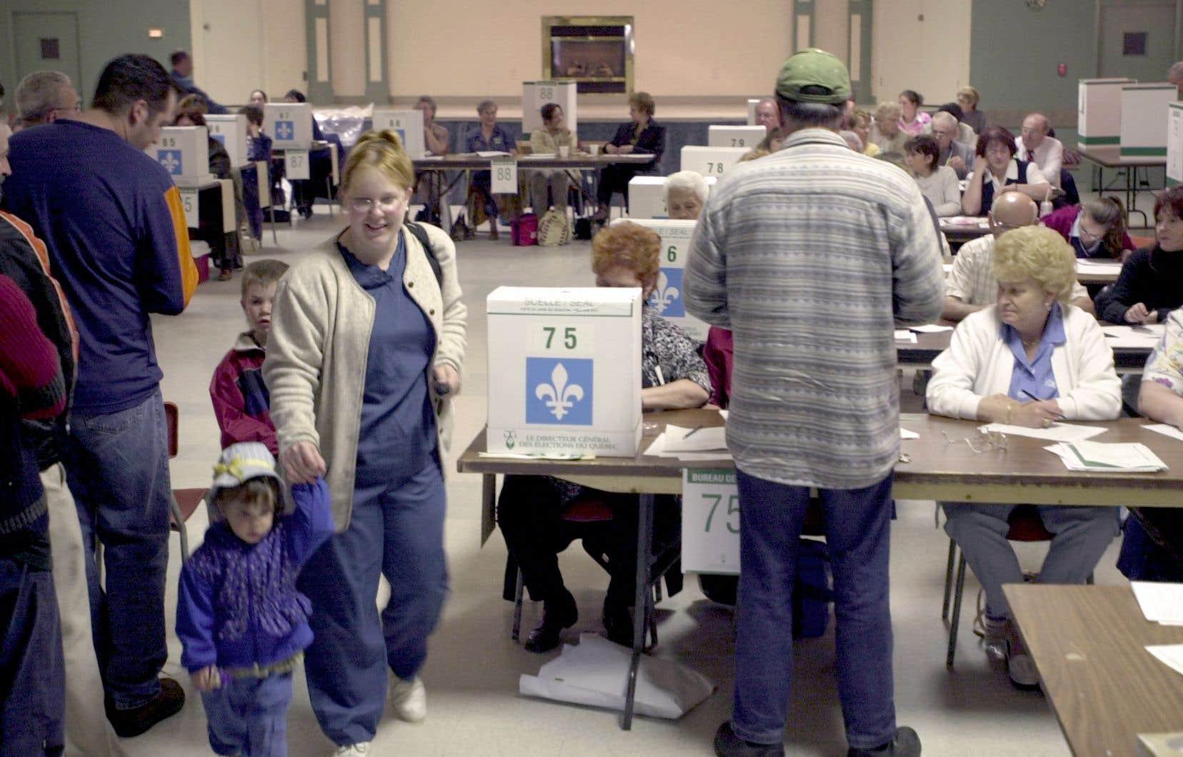 La réforme mise en avant est un scrutin proportionnel mixte avec listes régionales.