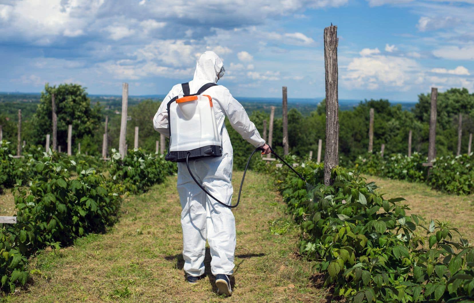 L'industrie des pesticides a réussi jusqu'ici à contrer les efforts pour les interdire.