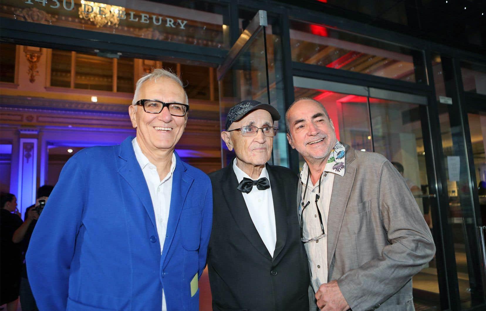 Serge Losique était entouré du producteur Roger Frappier et du scénariste Claude Gagnon lors de la première du 42e FFM, jeudi à Montréal.