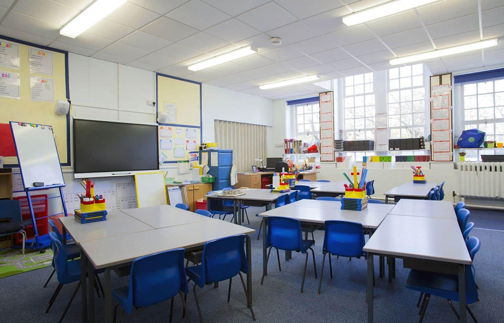 Les postes à pourvoir sont surtout ceux consacrés aux classes d'accueil, c'est-à-dire les classes de francisation, ainsi que les classes préscolaires, à cause du nombre élevé d'enfants de quatre et cinqans.