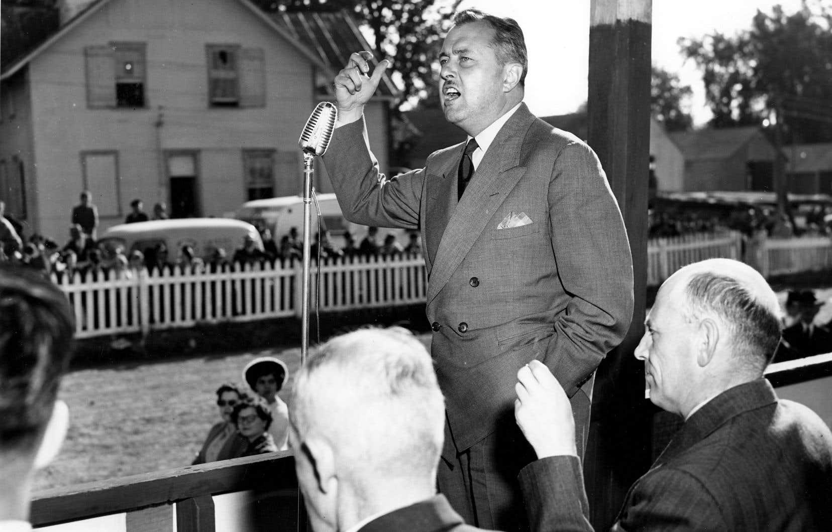 Premier ministre du Québec de septembre 1959 à janvier 1960, Paul Sauvé a fait souffler un vent de renouveau sur le parti de l'Union nationale, créé par Maurice Duplessis.