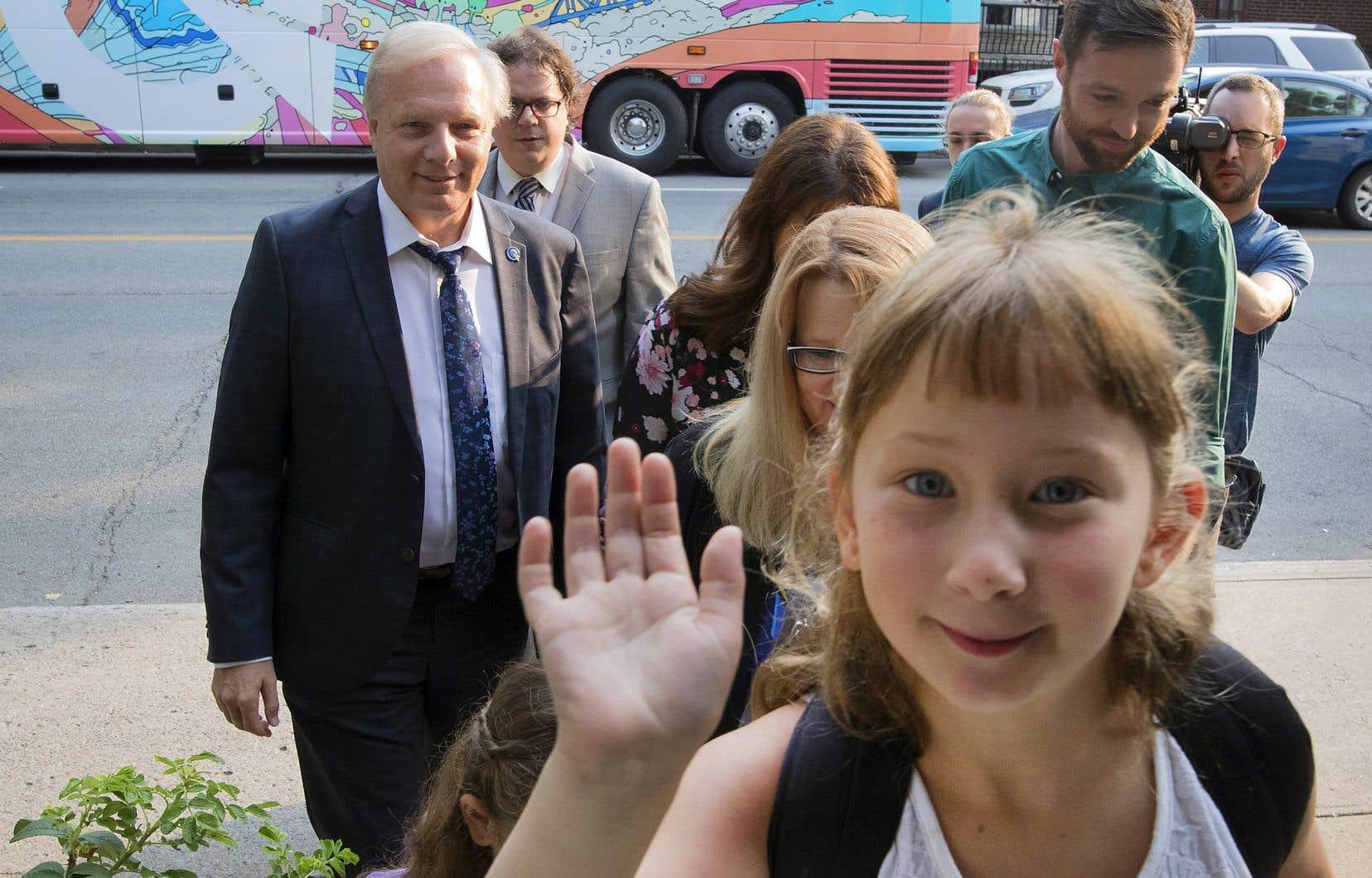 Le chef péquiste, Jean-François Lisée, était de passage vendredi matin dans le quartier de Rosemont, à Montréal.