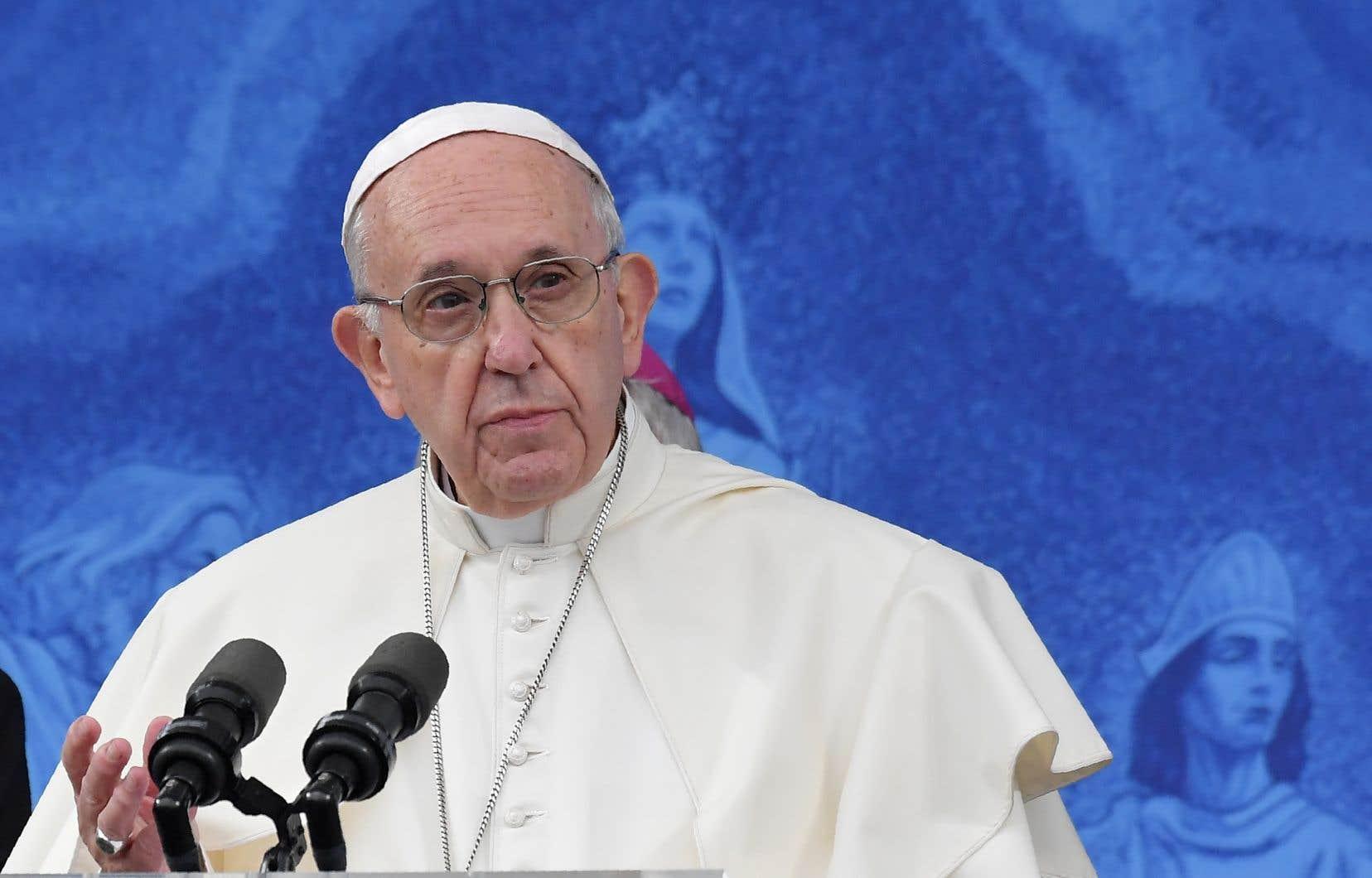 «J'implore le pardon du Seigneur pour ces péchés, pour le scandale et la trahison ressentis par tant de personnes», a déclaré le pape à l'occasion d'une visite du sanctuaire de Knock, site de piété mariale distant de 180km de Dublin.