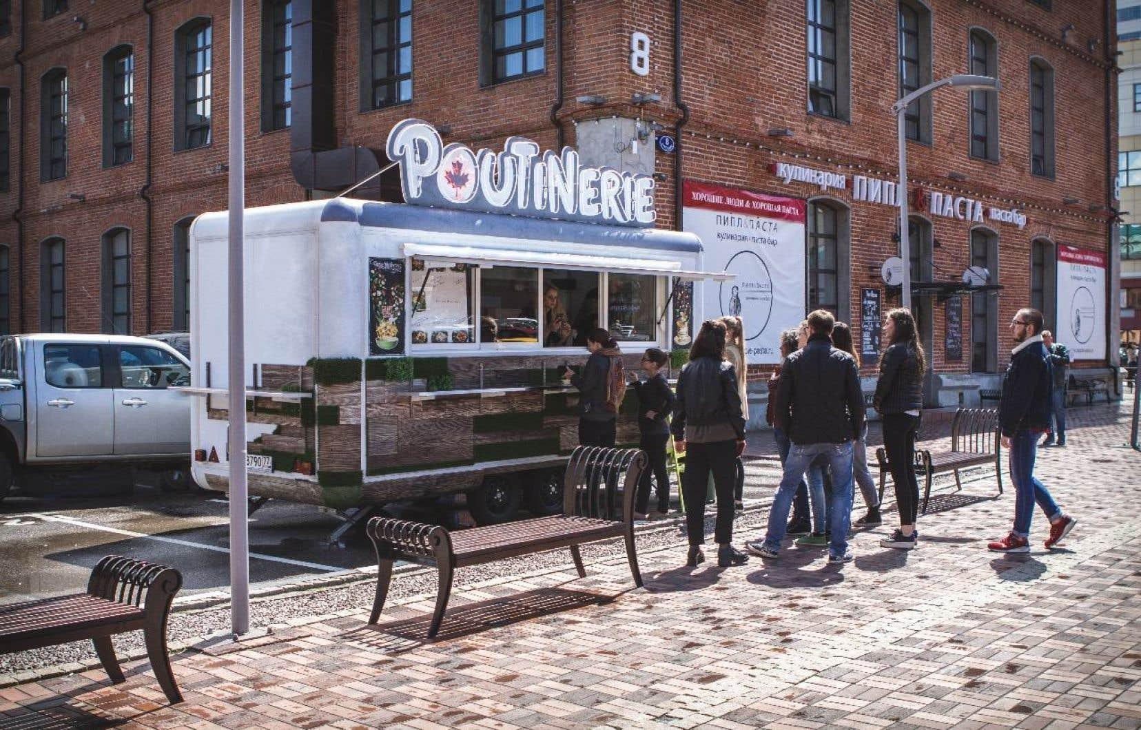 Avec leur camion de bouffe, Masha Klimova et Alexeï Kolesov ont passé les derniers mois à vadrouiller d'un festival à un autre pour tester leur produit et en mettre plein la panse à «une clientèle ciblée jeune, dynamique et ouverte aux nouvelles expériences».